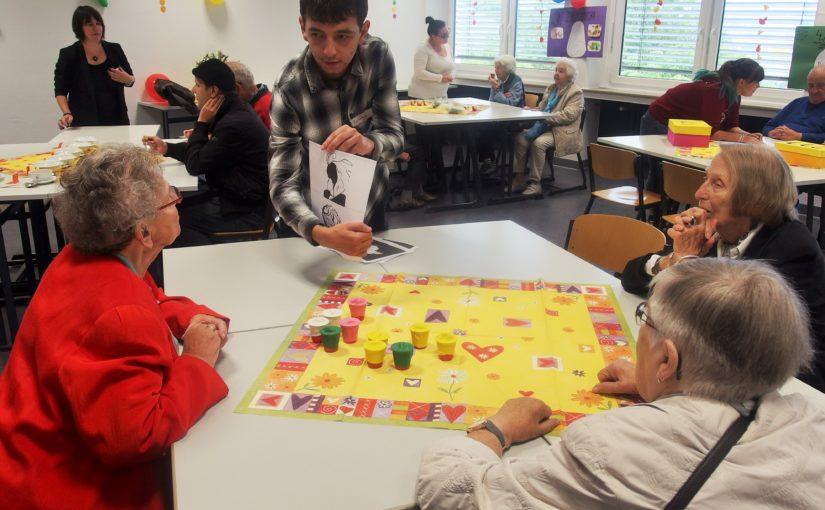 """""""Im Wandel der Zeit"""" Spiel-Vormittag mit Senioren am Berufskolleg AHS"""