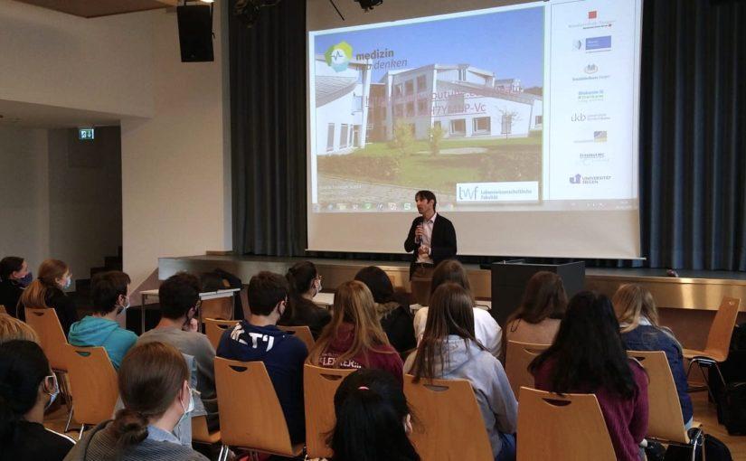 Prof. Strünck am Beruflichen Gymnasium des Berufskollegs AHS